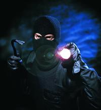 Einbbruchschutz-Maßnahmen mit fachgerecht montierten Sciherheitsvorkehrungen helfen, Einbrüche zu verhindern.